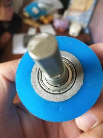 包覆机压轮轴承